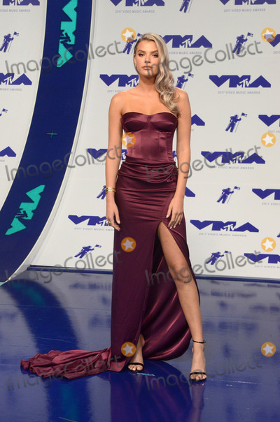 Alissa Violet Photo - Alissa Violetat the 2017 MTV Video Music Awards The Forum Inglewood CA 08-27-17