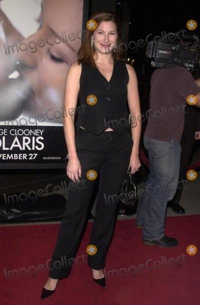 Kathryn Hahn Photo - Kathryn Hahn at the premiere of Twentieth Century Fox Solaris at the Cinerama Dome Hollywood CA 11-19-02