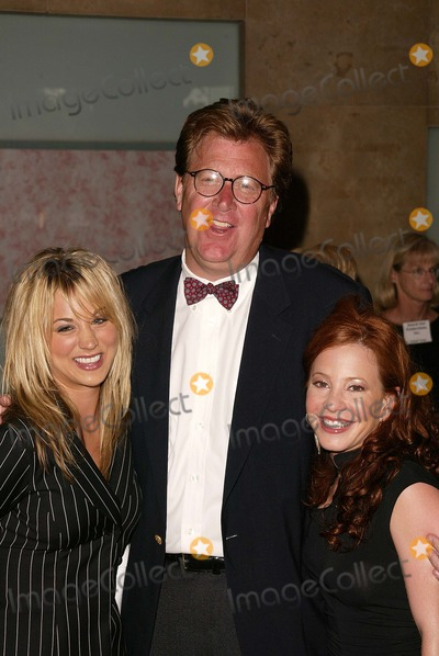 James Widdoes Photo - James Widdoes with Kaley Cuoco and Amy Davidson at the 31st Annual Vision Awards Beverly Hilton Hotel Beverly Hills CA 06-27-04