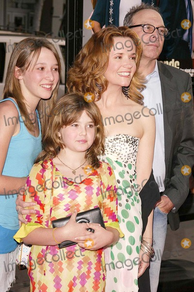 Lea Thompson Photo - Lea Thompson and Director Howard Deutch and their daughters Madeline and Zoey at Warner Brothers The Whole Ten Yards Premiere in Graumans Chinese Theatre Hollywood CA 04-07-04