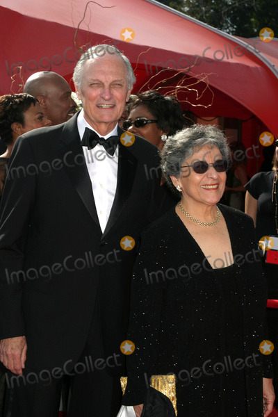Alan Alda Photo - Alan AldaPrimetime Emmys 2005Shrine AuditoriumLos Angeles CASeptember 18 2005