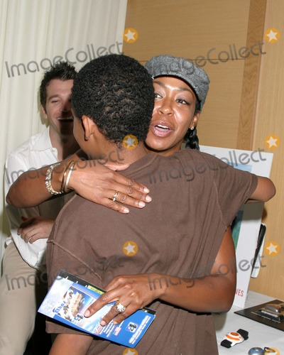 April OBrien Photo - Tichina Arnold   Tyler James WilliamsGBK Productions Emmy Gifting LoungeSofitel HotelAugust 24 2006