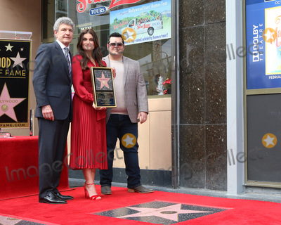 Kristen Bell Photo - LOS ANGELES - OCT 19  Alan Horn Idina Menzel Josh Gad at the Idina Menzel and Kristen Bell Star Ceremony on the Hollywood Walk of Fame on October 19 2019 in Los Angeles CA
