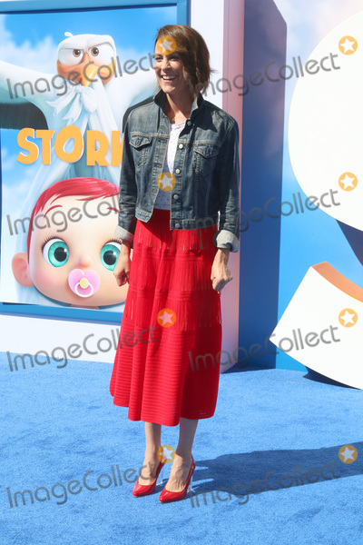 Annabeth Gish Photo - LOS ANGELES - SEP 17  Annabeth Gish at the Storks Premiere at the Village Theater on September 17 2016 in Westwood CA