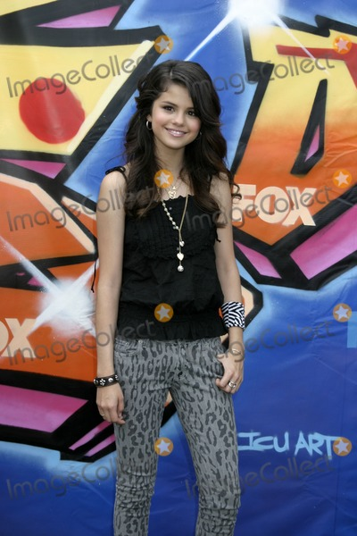 Selena Gomez Photo - Selena GomezTeen Choice 2007Gibson AmphitheatreUniversal StudiosLos Angeles  CAAug 26 2007