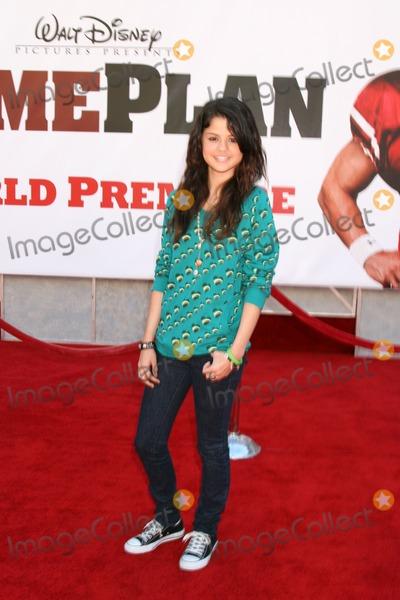 Selena Gomez Photo - Selena GomezThe Game Plan World PremiereEl Capitan TheaterLos Angeles  CASeptember 23 2007