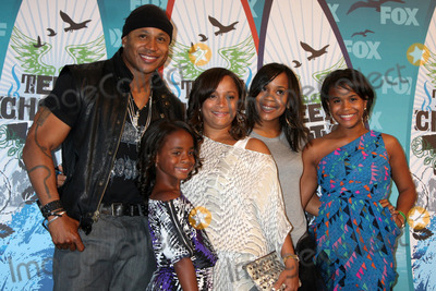 Nina Simone Photo - LOS ANGELES - AUGUST 8  LL Cool J Simone Johnson Najee Smith Italia Smith Samaria Smith Nina Simone Smith in the Press Room  at the 2010 Teen Choice Awards at Gibson Ampitheater at Universal  on August 8 2010 in Los Angeles CA
