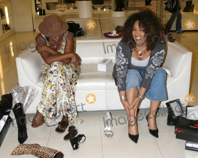 Sheryl Lee Ralph Photo - Sheryl Lee Ralph  Kym Whitley as they are shopping for shoes and purses as the Carmen Steffens store hosts the  Divas Simply Singing ladies at the Carmen Steffens Store at the Westfield Fahion Square Mall in Sherman Oaks  CA onOctober 9 2008