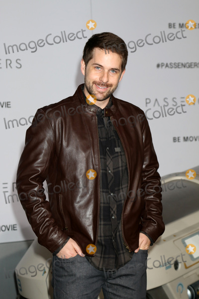 Ian Hecox Photo - LOS ANGELES - DEC 14  Ian Hecox at the Passengers Premiere at Village Theater on December 14 2016 in Westwood CA
