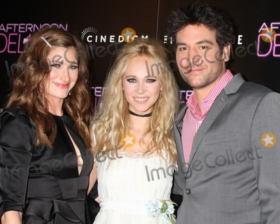 Juno Temple Photo - LOS ANGELES - AUG 19  Kathryn Hahn Juno Temple Josh Radnor at the Afternoon Delight Premiere at the ArcLight Hollywood Theaters on August 19 2013 in Los Angeles CA
