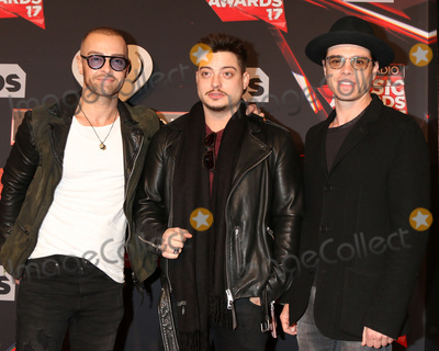 Matthew Lawrence Photo - LOS ANGELES - MAR 5  Joey Lawrence Andrew Lawrence Matthew Lawrence at the 2017 iHeart Music Awards at Forum on March 5 2017 in Los Angeles CA
