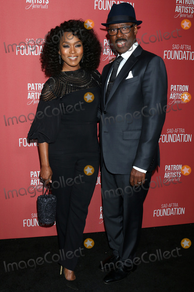 Courtney B Vance Photo - LOS ANGELES - NOV 7  Angela Bassett Courtney B Vance at the 4th Annual Patron of the Artists Awards at Wallis Annenberg Center for the Performing Arts on November 7 2019 in Beverly Hills CA