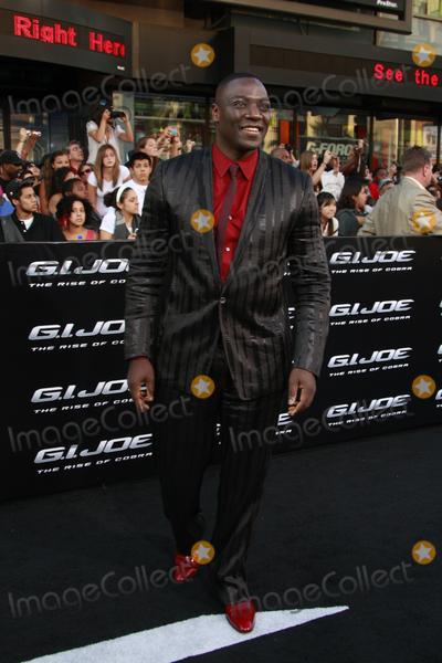 Adewale Akinnuoye-Agbaje Photo - Adewale Akinnuoye Agbaje arriving at the GI JOE Premiere at the Graumans Chinese Theater in Los Angeles CA  on August 6 2009