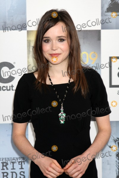 Ellen Page Photo - Ellen Page arriving  at the  Film Indpendents  24th Annual Spirit Awards on the beach in Santa Monica CA  onFebruary 21 2009