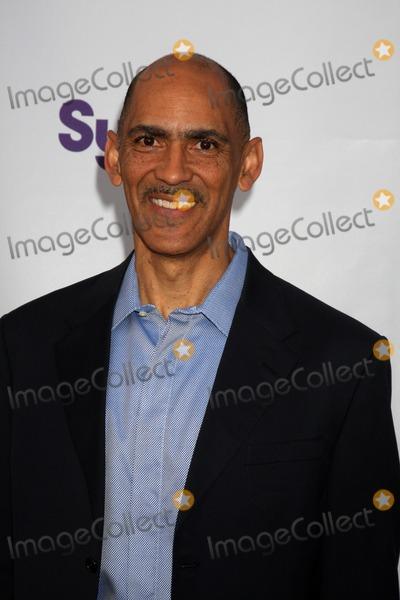 Tony Dungy Photo - Tony Dungyarrives at An Evening with NBC Universal 2010Universal Studios HollywoodLos Angeles CAMay 12 2010