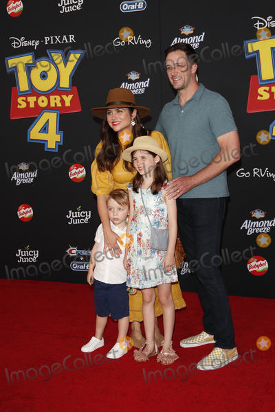 Brady Smith Photo - LOS ANGELES - JUN 11  Tiffani Thiessen Brady Smith son Holt Smith daughter Harper Smith at the Toy Story 4 Premiere at the El Capitan Theater on June 11 2019 in Los Angeles CA