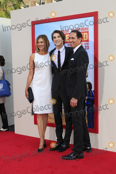 Brenda Strong Photo - LOS ANGELES - MAY 21  Brenda Strong Zak Henri Tom Henri at the Blended Premiere at TCL Chinese Theater on May 21 2014 in Los Angeles CA