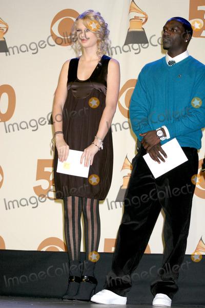 Akon Photo - Taylor Swift  Akon2008 Grammy Nominations AnnouncementsMusic Box TheaterDecember 6 2007Los Angeles CA