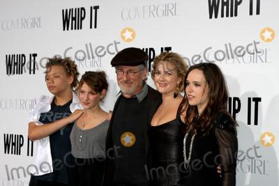 Ellen Page Photo - Steven Spielberg  Children   Drew Barrymore  Ellen Pagearriving at the Whip It PremiereGraumans Chinese TheaterLos Angeles  CASeptember 29 2009