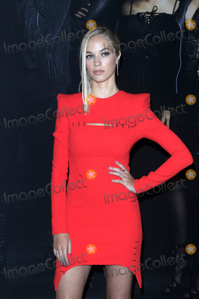 Alexis Knapp Photo - LOS ANGELES - DEC 12  Alexis Knapp at the Pitch Perfect 3 Premiere at the Dolby Theater on December 12 2017 in Los Angeles CA