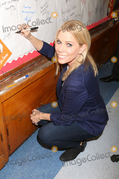 Cheryl Hines Photo - LOS ANGELES - MAR 1  Cheryl Hines at the Read Across America Event at the Ardella B Tibby K  8 School on March 1 2019 in Compton CA