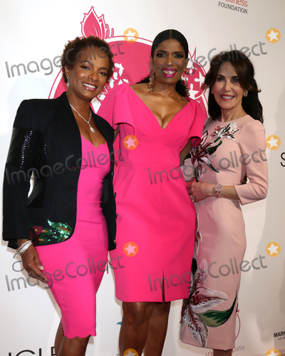 Areva Martin Photo - LOS ANGELES - MAY 19  Vanessa Bell Calloway Areva Martin Robin McGraw at the 11th Annual A Pink Pump Affair at the Beverly Hilton Hotel on May 19 2019 in Beverly Hills CA