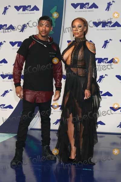 Hazel-E Photo - LOS ANGELES - AUG 27  Rose Burgundy Hazel-E at the MTV Video Music Awards 2017 at The Forum on August 27 2017 in Inglewood CA