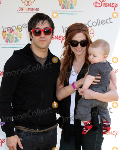 Ashlee Simpson Wentz Photo - Pete Wentz Ashlee Simpson-Wentz  son Bronx Mowgli Wentz arriving at the A Time For Heroes Celebrity Carnival benefiting the Elizabeth Glaser Pediatrics AIDS Foundation at the Wadsworth Theater Grounds in Westwood  CA on June 7 2009