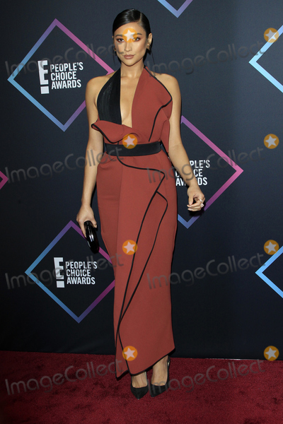 Shay Mitchell Photo - LOS ANGELES - NOV 11  Shay Mitchell at the Peoples Choice Awards 2018 at the Barker Hanger on November 11 2018 in Santa Monica CA