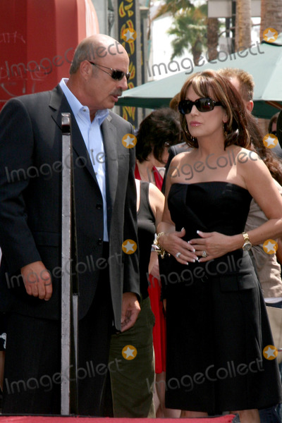 Robin McGraw Photo - Dr Phil  Robin McGraw Brooks  Dunn receive a star on the Hollywood Walk of Fame on Hollywood Blvd in  Los Angeles CAAugust 4 2008
