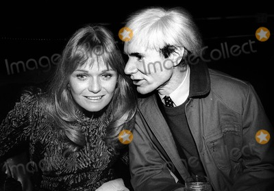 Andy Warhol Photo - Perrine Warhol4003JPGCelebrity Archaeology1981 FILE PHOTONew York NYValerie Perrine Andy Warhol at Studio 54Photo by Adam Scull-PHOTOlinknet