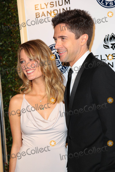 Ashley Hinshaw Photo - Photo by gotpapstarmaxinccomSTAR MAX2017ALL RIGHTS RESERVEDTelephoneFax (212) 995-11961716Ashley Hinshaw and Topher Grace at The Art of Elysium(Los Angeles CA)