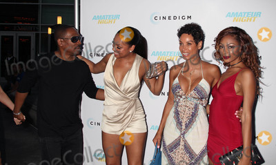 NICOLE MITCHELL Photo - Photo by REWestcomstarmaxinccomSTAR MAX2016ALL RIGHTS RESERVEDTelephoneFax (212) 995-119672516Eddie Murphy Bria Murphy Nicole Mitchell Murphy and Shayne Audra Murphy at the premiere of Amateur Night(Hollywood CA)