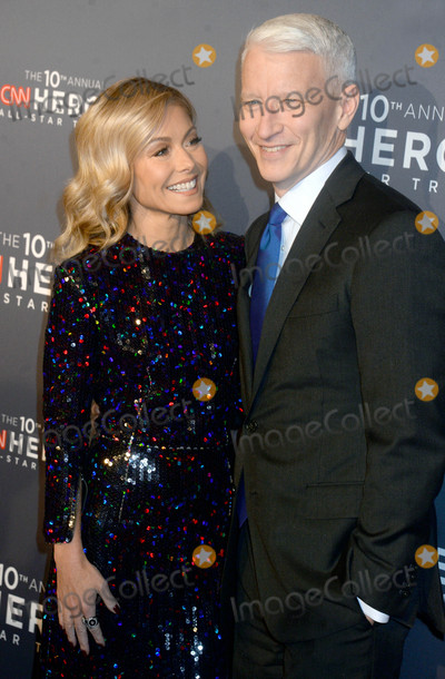 Anderson Cooper Photo - Photo by Dennis Van TinestarmaxinccomSTAR MAX2016ALL RIGHTS RESERVEDTelephoneFax (212) 995-1196121216Kelly Ripa and Anderson Cooper at The 10th Anniversary CNN Heroes(NYC)
