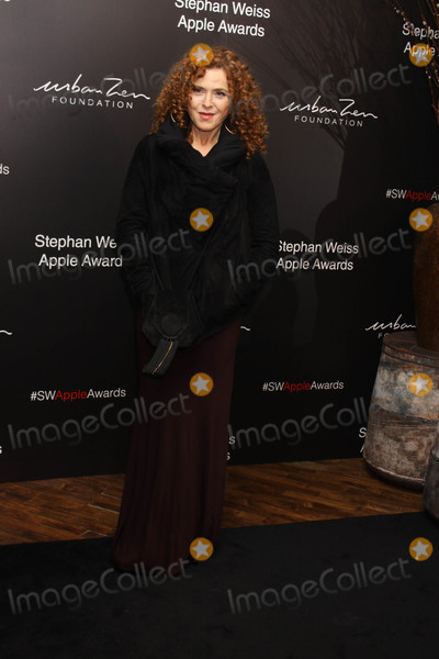 Bernadett Photo - Photo by Victor MalafrontestarmaxinccomSTAR MAX2018ALL RIGHTS RESERVEDTelephoneFax (212) 995-1196102418Bernadette Peters at the Stephen Weiss Apple Awards in New York City