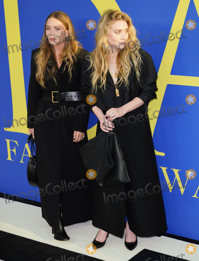 Mary-Kate Olsen Photo - Photo by XPXstarmaxinccomSTAR MAX2018ALL RIGHTS RESERVEDTelephoneFax (212) 995-11966418Mary-Kate Olsen and Ashley Olsen at the 2018 CFDA Fashion Awards at the Brooklyn Museum in Brooklyn New York