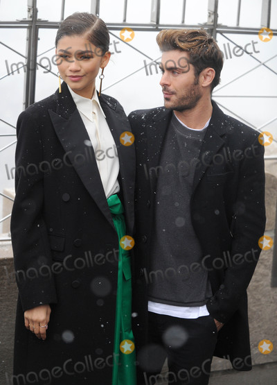Zendaya Coleman Photo - Photo by Dennis Van TinestarmaxinccomSTAR MAX2017ALL RIGHTS RESERVEDTelephoneFax (212) 995-119612917Zendaya Coleman and Zac Efron at The Greatest Showman Cast Light up the Empire State Building in New York City