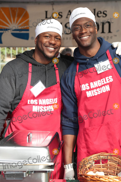 Aldis Hodge Photo - Photo by GPROstarmaxinccomSTAR MAX2017ALL RIGHTS RESERVEDTelephoneFax (212) 995-1196122217Edwin Hodge and Aldis Hodge at The Los Angeles Mission serves Christmas to the Homeless on Skid Row in Downtown LA