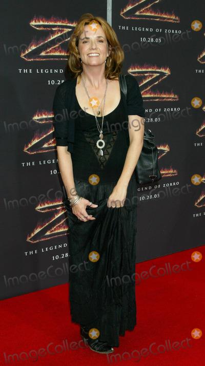 Lea Thompson Photo - Photo by NPXstarmaxinccom2005101605Lea Thompson at the premiere of The Legend of Zorro(Los Angeles CA)