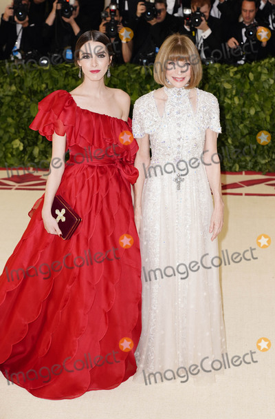 Anna Wintour Photo - Photo by zzXPXstarmaxinccomSTAR MAXCopyright 2018ALL RIGHTS RESERVEDTelephoneFax (212) 995-11965718Bee Shaffer and Anna Wintour at the 2018 Costume Institute Benefit Gala celebrating the opening of Heavenly Bodies Fashion and the Catholic Imagination(The Metropolitan Museum of Art NYC)
