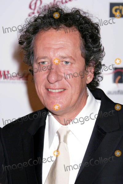 Geoffrey Rush Photo - Photo by REWestcomstarmaxinccom200511505Geoffrey Rush at the 2nd Annual Penfolds Gala(Los Angeles CA)