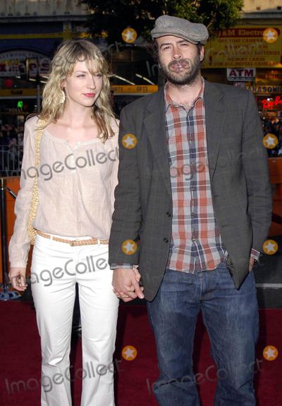 Beth Riesgraf Photo - Photo by Michael Germanastarmaxinccom200562705Jason Lee and Beth Riesgraf at the premiere of War of the Worlds(Los Angeles CA)