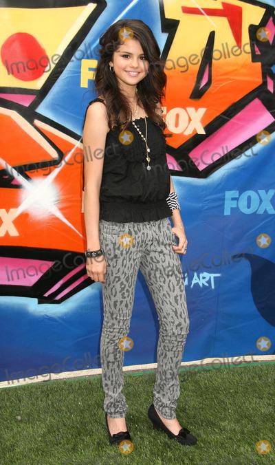 Selena Gomez Photo - Photo by REWestcomstarmaxinccom200782607Selena Gomez at the Teen Choice Awards(Universal City CA)