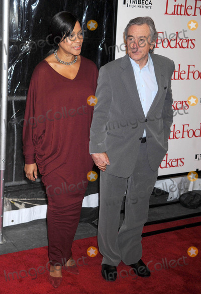 Grace Hightower Photo - Photo by Dennis Van Tinestarmaxinccom2010121510Grace Hightower and Robert DeNiro at the premiere of Little Fockers(NYC)