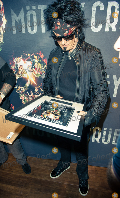 Motley Crue Photo - Photo by KGC-243starmaxinccomSTAR MAXCopyright 2015ALL RIGHTS RESERVEDTelephoneFax (212) 995-119611615EXCLUSIVENikki Sixx backstage at the SSE Arena Wembley accepting an award plaque for Motley Crues sold out show(London England UK)ExclusiveUS syndication only