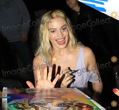 Margot Robbie Photo - Photo by SMXRFstarmaxinccomSTAR MAX2019ALL RIGHTS RESERVEDTelephoneFax (212) 995-1196121019Margot Robbie at a special screening of Bombshell in Westwood CA