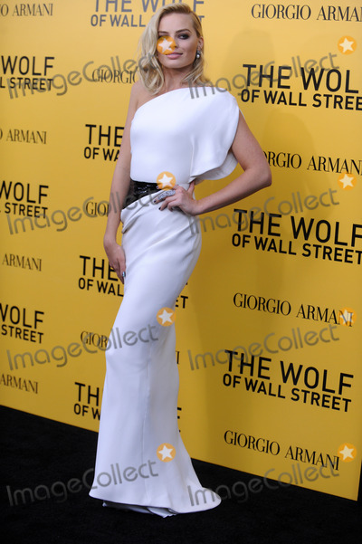 Margot Robbie Photo - Photo by Dennis Van Tinestarmaxinccom2013ALL RIGHTS RESERVEDTelephoneFax (212) 995-1196121713Margot Robbie at the premiere of The Wolf of Wall Street(Los Angeles CA)