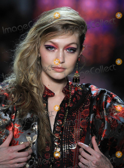Anna Sui Photo - Photo by Raoul GatchalianstarmaxinccomSTAR MAX2017ALL RIGHTS RESERVEDTelephoneFax (212) 995-119621218Gigi Hadid at rehearsals for The Anna Sui FashionShow - FallWinter 2018 Collection in New York City