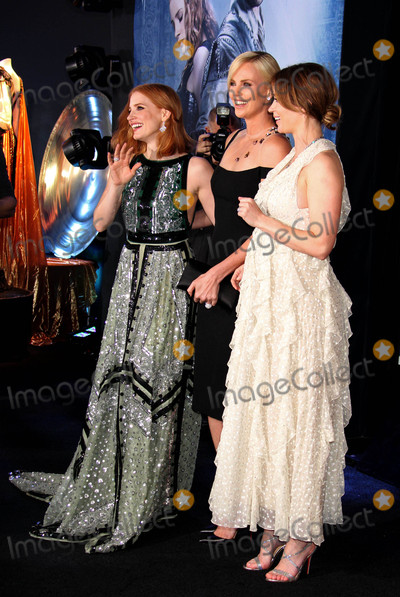 Emily Blunt Photo - Photo by REWestcomstarmaxinccomSTAR MAX2016ALL RIGHTS RESERVEDTelephoneFax (212) 995-119641116Jessica Chastain Charlize Theron and Emily Blunt at the premiere of The Huntsman Winters War(Westwood CA)