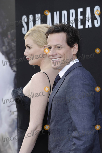 Alice Evans Photo - Photo by Michael GermanastarmaxinccomSTAR MAX2015ALL RIGHTS RESERVEDTelephoneFax (212) 995-119652615Alice Evans and Ioan Guffudd at the premiere of San Andreas(Los Angeles CA)